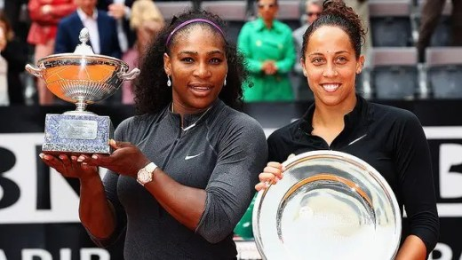 Serena fala pela primeira vez desde foi mãe para… dar os parabéns a Keys e Stephens