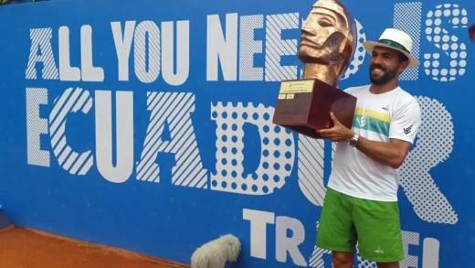 Victor Estrella Burgos faz história ao conquistar terceiro título consecutivo em Quito