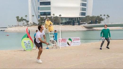 Federer e Murray inovam e realizam encontro na praia