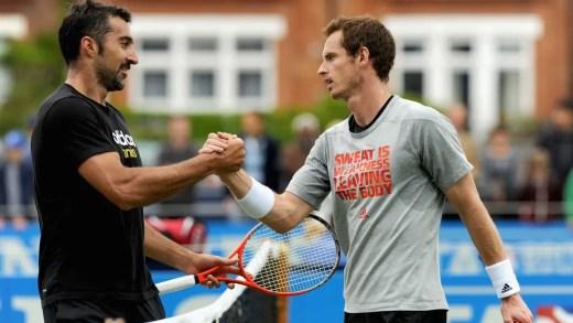 Andy Murray joga pares no Dubai com parceiro lendário
