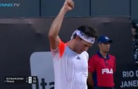 [Vídeo] TWEENER alert! Dominic Thiem dispara 'passing shot' por baixo das pernas