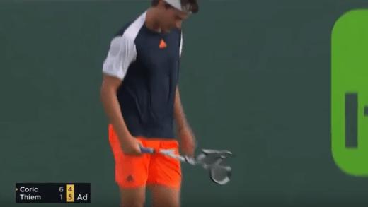 [Vídeo] Dominic Thiem ganha o 'prémio' de destruição de raqueta mais brutal de 2017