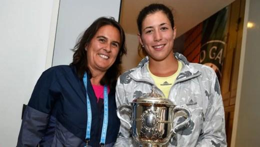 Garbiñe Muguruza com Conchita Martínez em Wimbledon