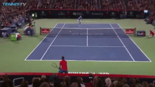 [VÍDEO] Oh não! John Isner dispara smash incrivelmente… mau