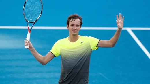 Daniil Medvedev ultrapassa início desastroso e conquista o título de Sydney frente a Alex de Minaur