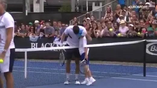 [VÍDEO] Criança tinha o sonho de bater umas bolas com Djokovic e ele fê-lo antes de um encontro