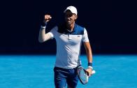 Novak Djokovic impressiona e despacha Young rumo à segunda ronda