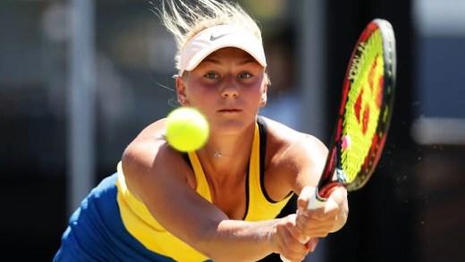 Marta Kostyuk, 15 anos, derrota top 30 no seu encontro de estreia na Fed Cup… e em relva