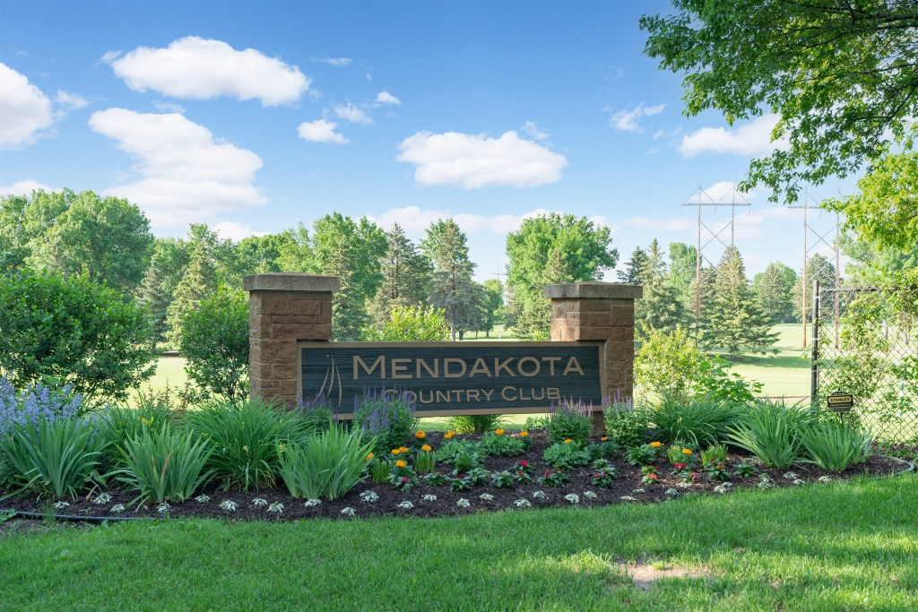 726 Marie Ave W, Mendota Heights (61) (Bold)