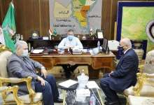 Photo of محافظ المنوفية : يجتمع بمسؤلى الزراعة والطب البيطرى لدعم مزارع الألبان