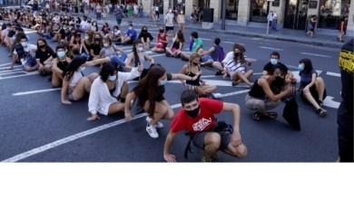 Photo of بالصور.. معلمون يتظاهرون في إسبانيا ضد الحكومة بسبب كورونا