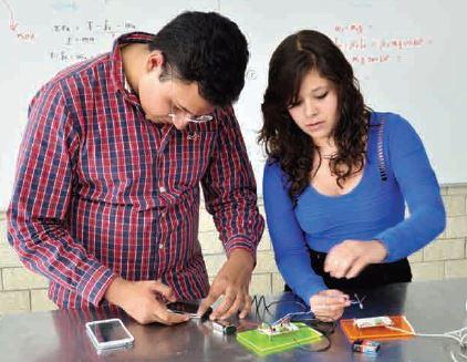 Estudiantes del CET 1 transmiten audio por medio de