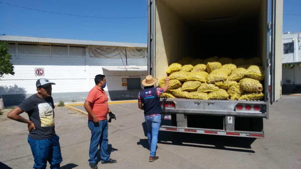 El Consejo Nacional Agropecuario  donó cientos de arpillas de papas para las zonas más indefensas de nuestro Estado.