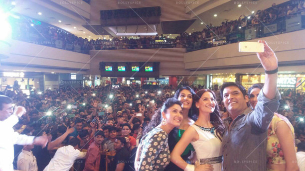 Kapil Sharma Mobbed At Seasons Mall Pune The Latest Movies Interviews In