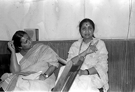 Asha Bhosle with daughter Varsha