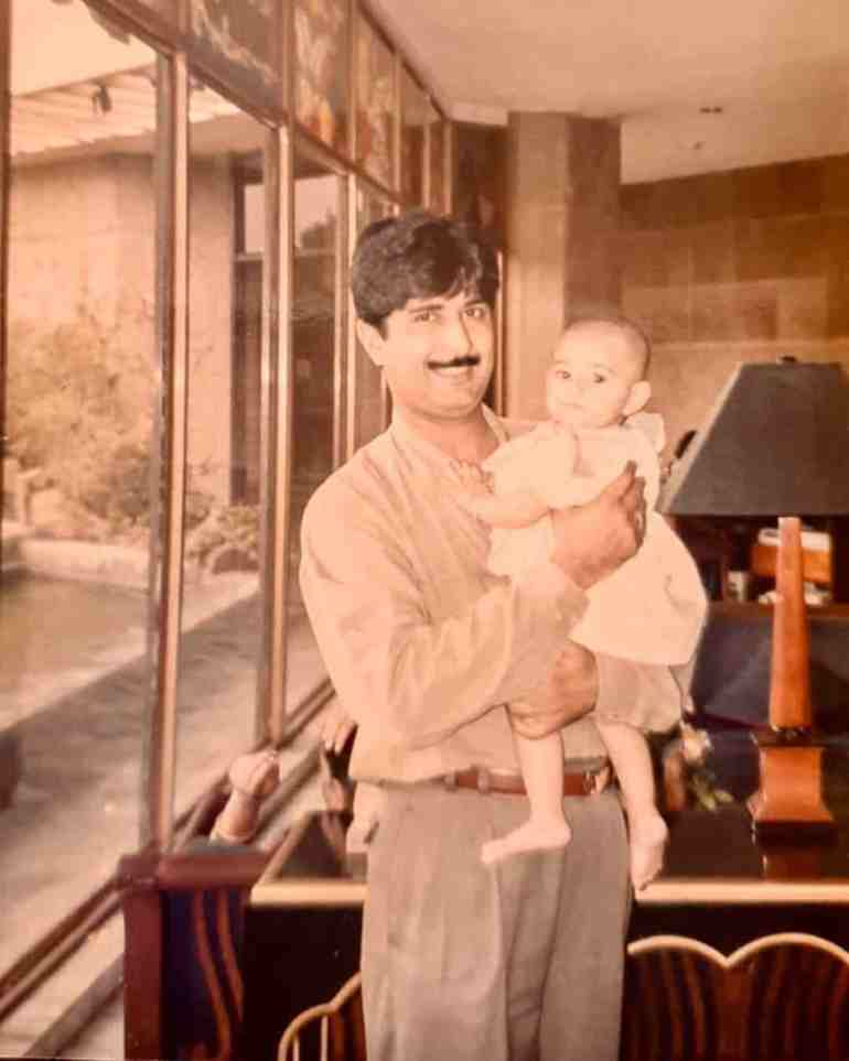Radhika Seth childhood Picture with her Father