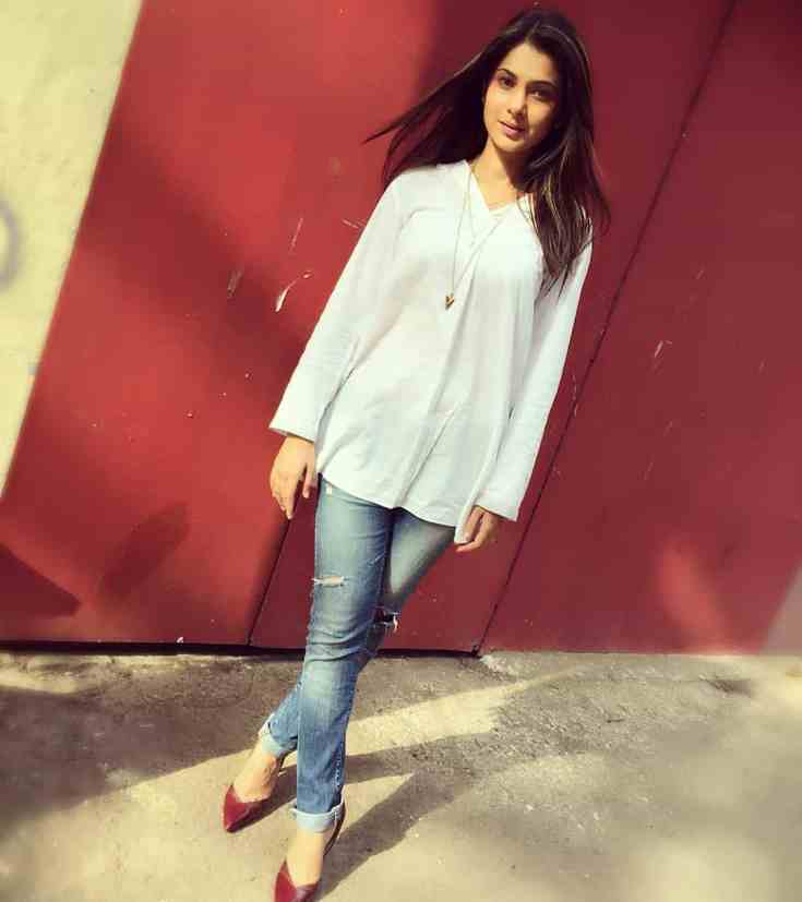 Jennifer Winget Height