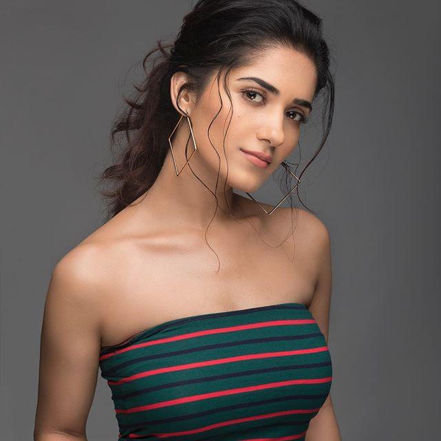 Ruhani Sharma Age