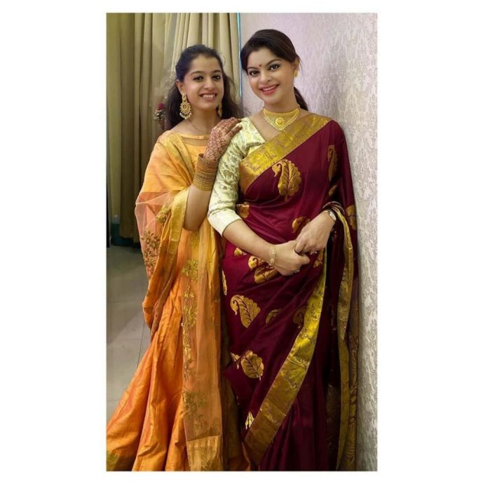 Sneha Wagh With Her Sister
