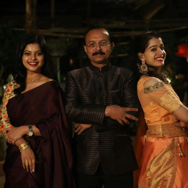 Sneha Wagh with father and Sister