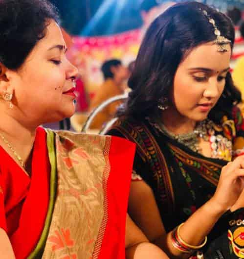 Ashi-Singh-with-her-mom