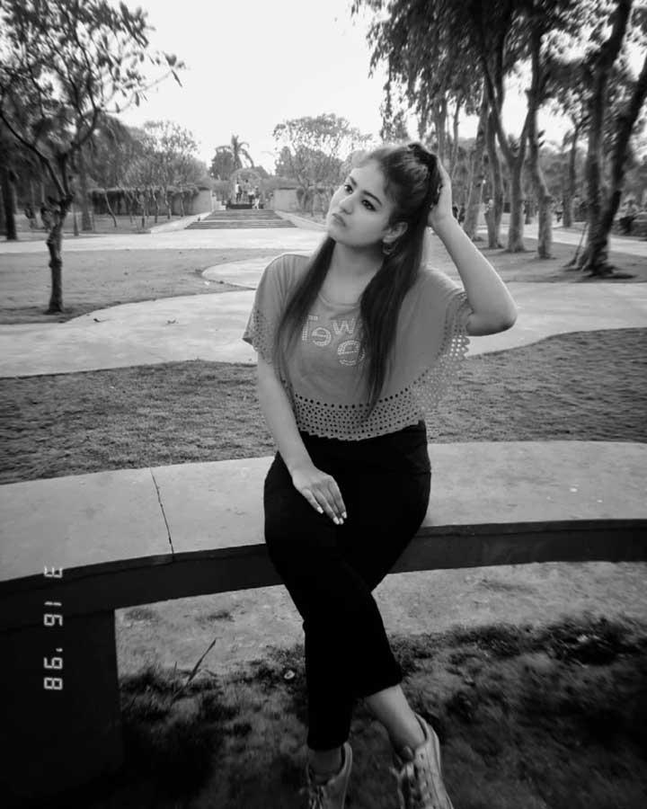 Priya Maggo hot pics