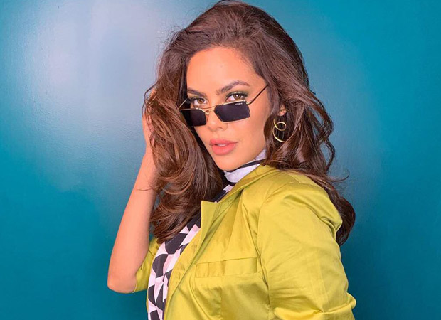 Esha Gupta Looks Smoking Hot In This Stunning Summer Pant Suit By Bennch