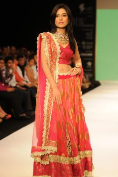 01 Amrita Rao wearing JASHN Lehenga at IIJW 2012