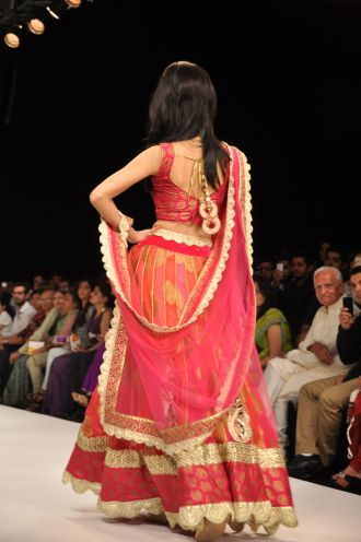02 Amrita Rao wearing JASHN Lehenga at IIJW 2012..