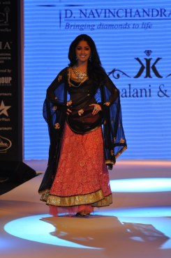 21 Yami Gautam wearing Peach colored Lehenga with short choli with Black Georgette Dupatta at IIJW 2012