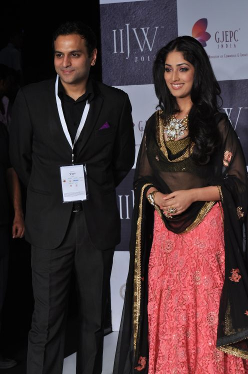 25 Rahuul Jashnani (MD & Cheif Designer JASHN) & Showstopper Yami Gautam at the Media Photo opps at IIJW 2012