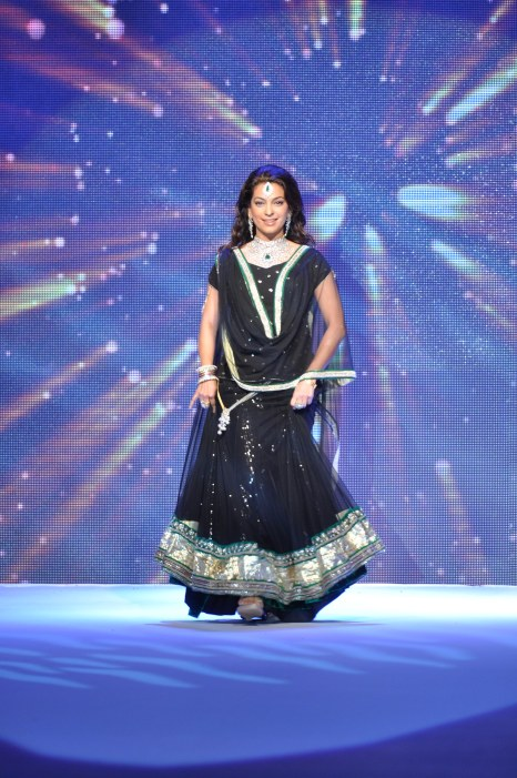 28 Juhi Chawla looked stunning in Jashn Black Net Lehenga & Georgette Kurti at IIJW 2012