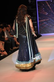 36 Juhi Chawla looked stunning in Jashn Black Net Lehenga & Georgette Kurti at IIJW 2012