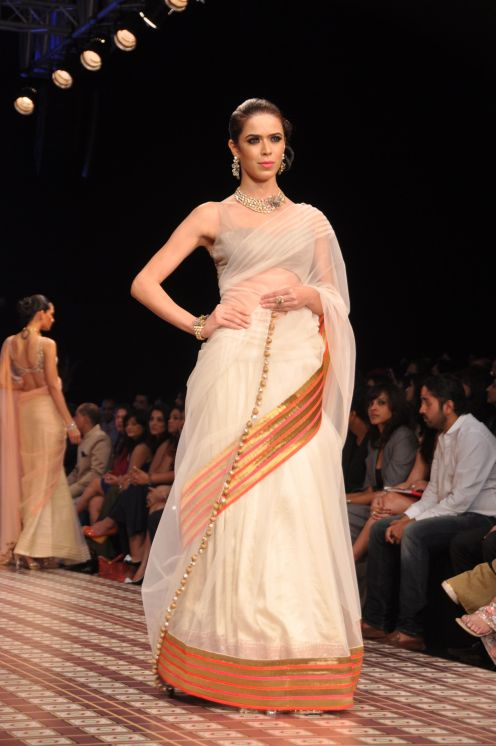 50 Models wearing an JASHN outfits at IIJW 2012
