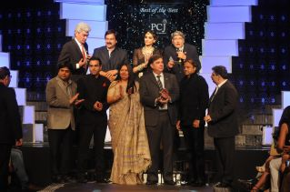 Rahuul Jashnani with Sonam Kapoor & other Partners of IIJW 2012
