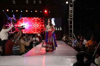 04 - Show Stopper Urmila Matondkar in a designer Asif Shah's collection in Indore at Sayaji Palace...