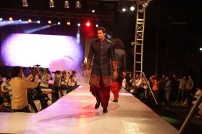 44 - Zulfi Sayyed walks the ramp for designer Asif Shah's collections in Indore at Sayaji Palace,.,.