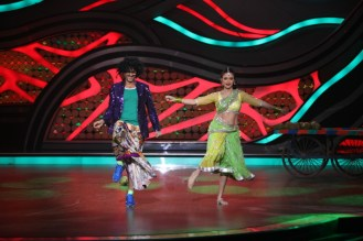 Hiten and Gauri during their perfomance in the ex-contestant special of Nach Baliye-5. Catch them from Sat to Sun at 9pm on STAR Plus