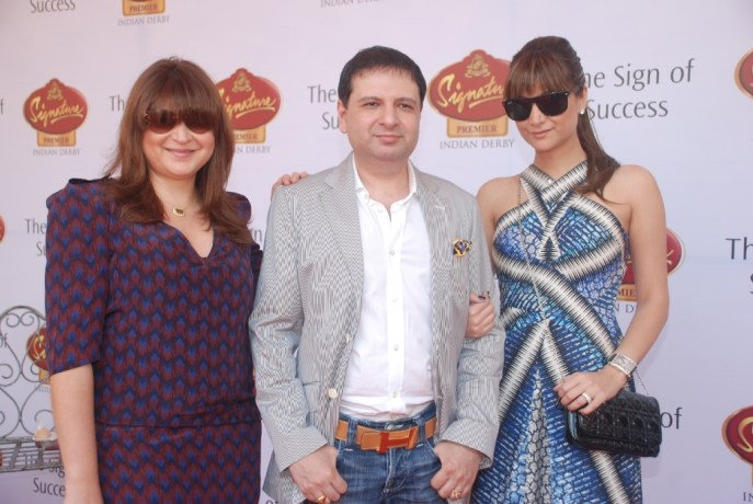 5. (L to R) Delna Poonawalla, Yohan and Michelle Poonawalla @ Pria Kataaria Puri Fashion show at Indian Derby 2013