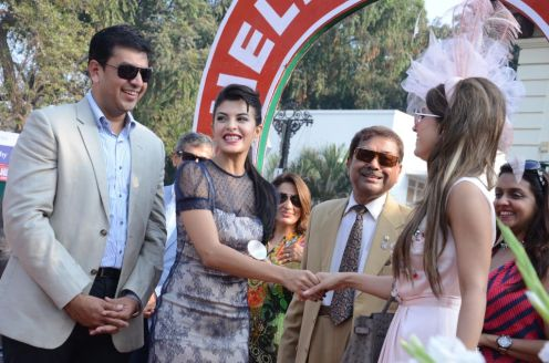 Jacqlin Fernandez with the Best Dress Woman Mrs. Natasha Poonawala at the Hello! Classic Derby Race 2013