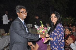 Rajesh Gupta, Co-Founder Square Off felicitating Pooja Banerjee, Fame of Roadies 8 at the Press Conference of Square Off Mumbai Swimmathon 2013