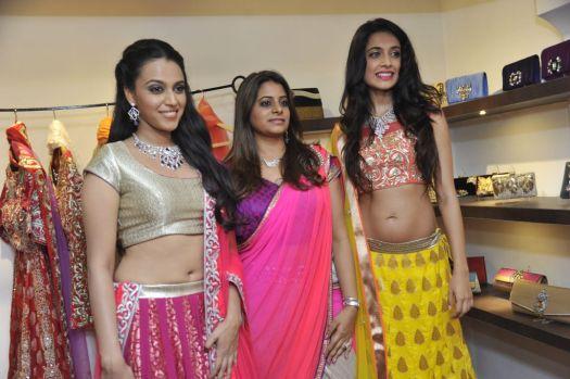 01-(L to R) Swara Bhaskar,Designer Shouger Merchant Doshi,Sarah Jane Dias @Zanaaya Couture Store Launch,Kemps Corner