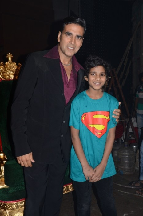 Akshay Kumar with Akshay Pal, contestant of IDS at the pomo shoot.