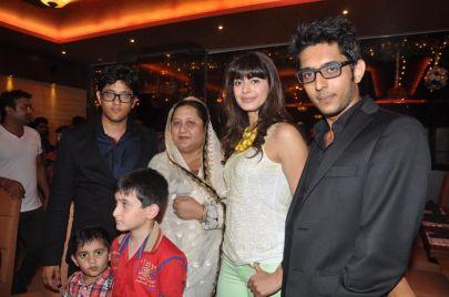 Pooja Batra with Ovais, Naheed & Uzair Queraishi at the launch of Yoko Sizzlers.