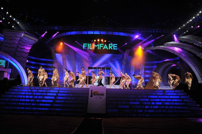 Shruti Haasan shows her moves during the 60th Filmfare Awards.,,.,