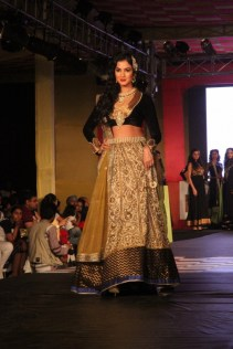 Sonal_Chauhan_AlpaReena_Collection_Launch_2