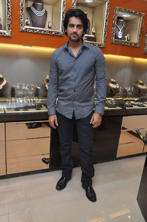 01-Actor Arjan Bajwan for Pria Kataaria puri@Cappuccino Collection Store Launch