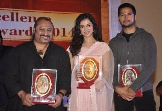 Leslie Lewis, Divya Kumar Khosla & Prashantt Guptha receives an awards at the '10th Excellence National Best Debutante Awards 2014'.1
