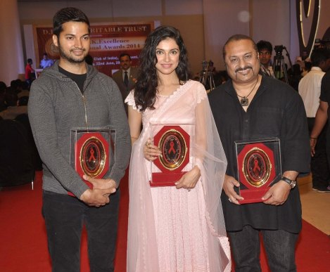 Prashantt Guptha, Divya Kumar Khosla & Leslie Lewis receives an awards at the '10th Excellence National Best Debutante Awards 2014'