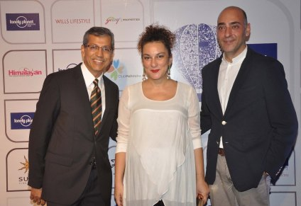 Tarun Rai (CEO, Worldwide Media Ltd) with the guests at the Blue carpet of 'The Lonely Planet Magazine India Travel Awards 2014'